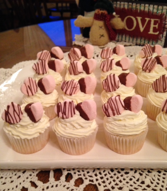 At Home With Lee Ann White Wedding Cake Cupcakes Fox8 Com
