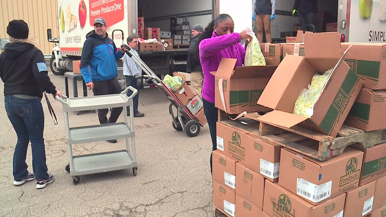 Local restaurants stepping up to help provide food to service workers who've lost their jobs 1