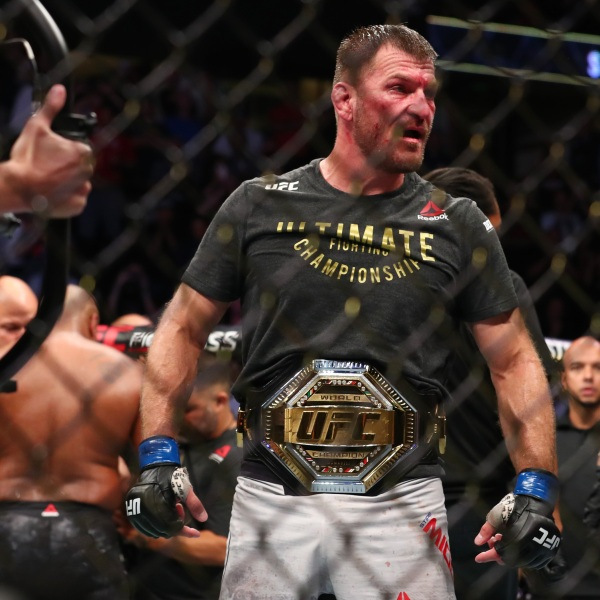 Stipe Miocic celebrates his win