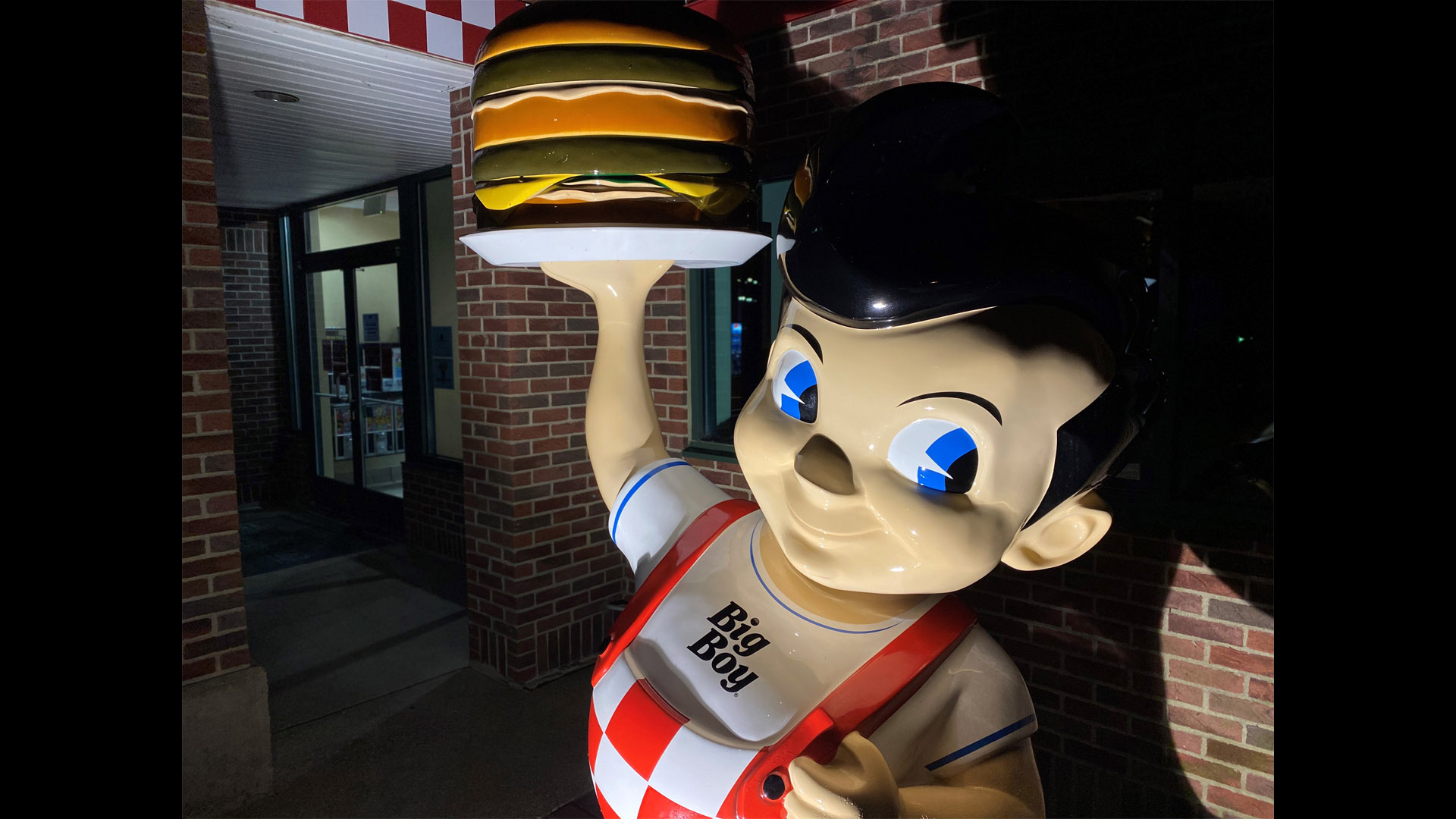 Big Boy Restaurant Chain Changes Mascot