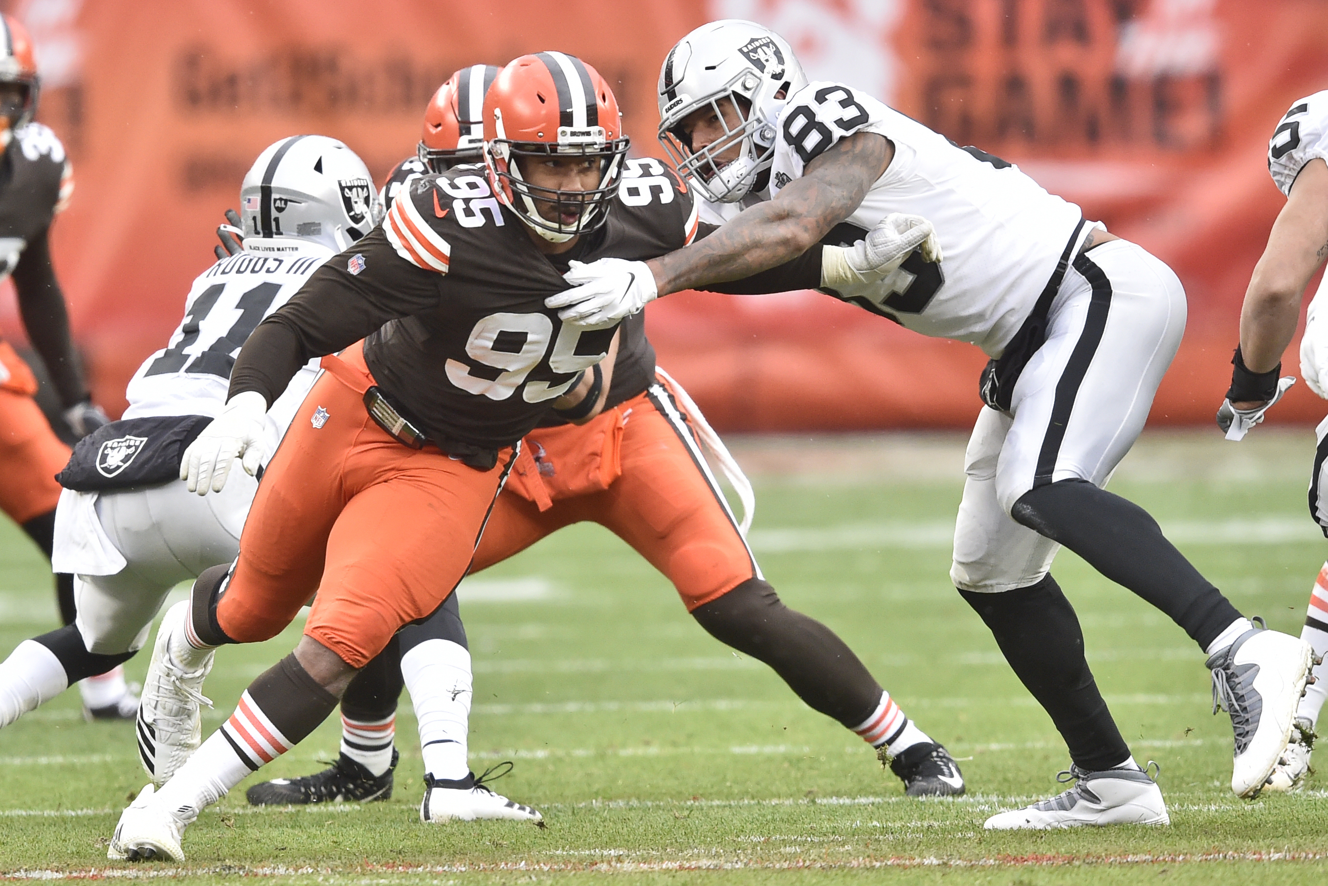 Browns' Myles Garrett not expected to miss time with knee injury
