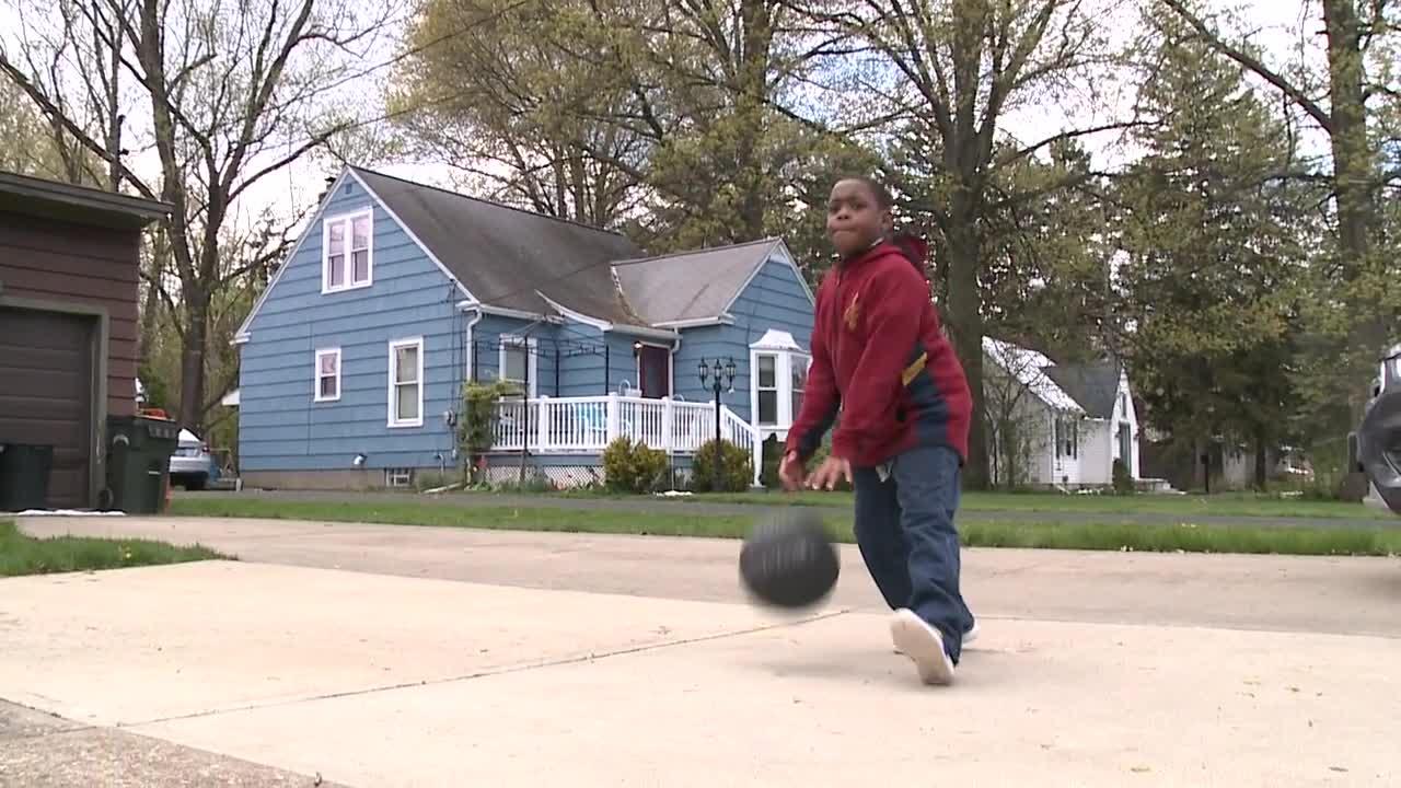 Nba Hopeful 9 Year Old Boy From Elyria Selling Lemonade Iced Tea To Raise Money For Basketball Camp