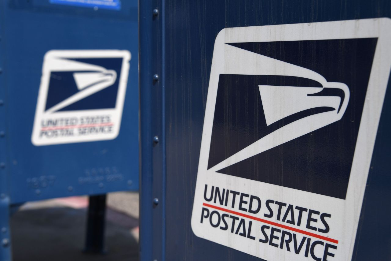 'Do not click on any links': Postal Service warns of fake texts, emails about deliveries, packages