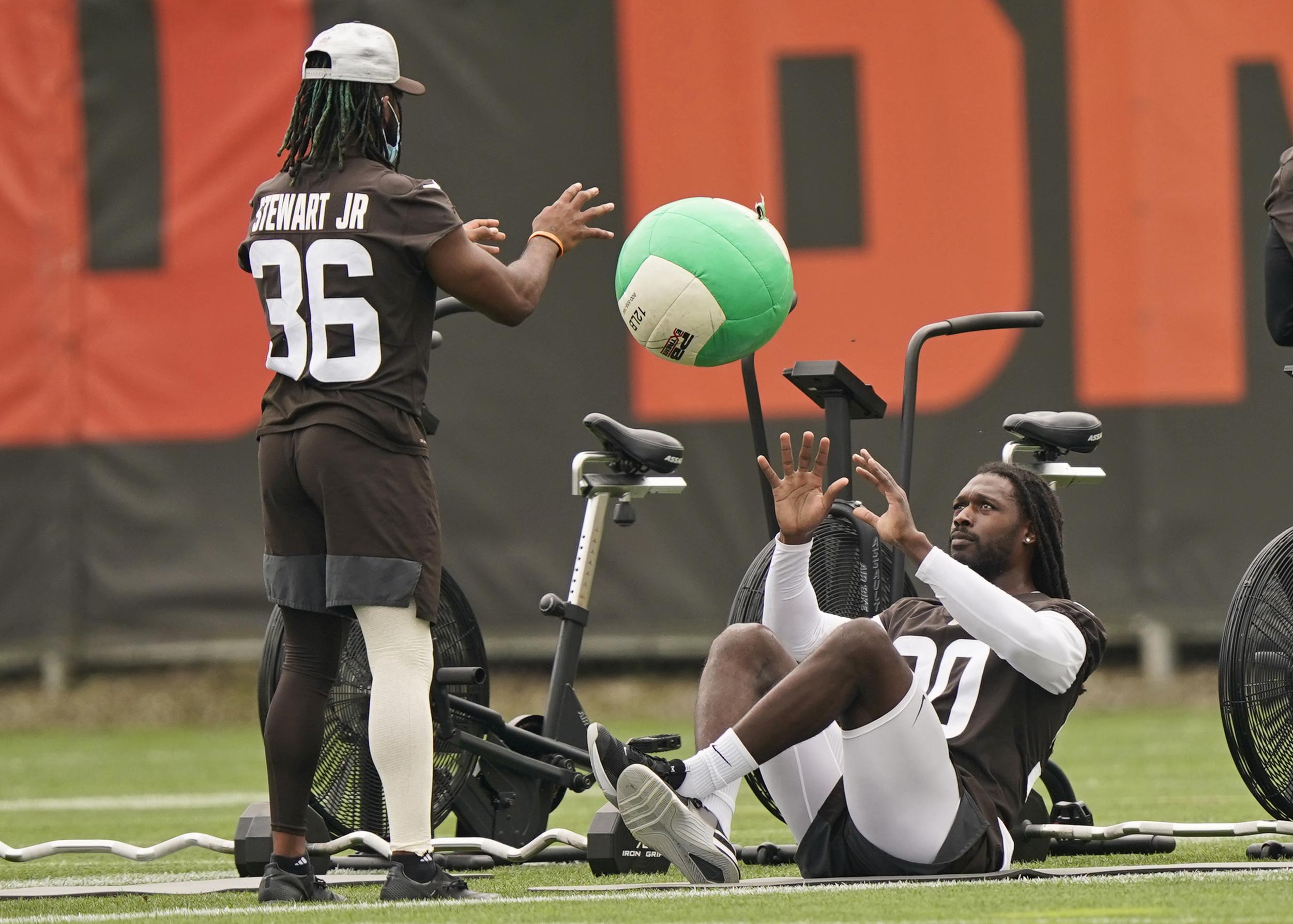 Cleveland Browns' Myles Garrett, Jadeveon Clowney injuries