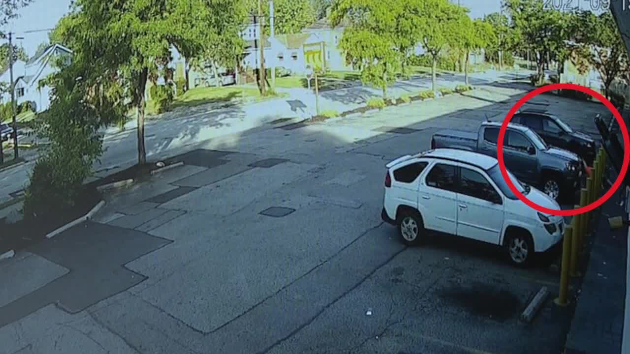 Investigators looking for suspect who attacked, carjacked 70-year-old woman